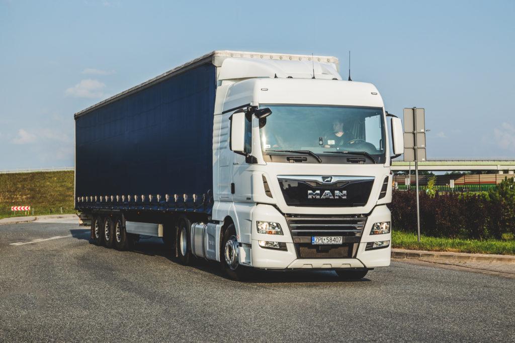 Czas pracy kierowcy ciężarówki - ile wynosi dobowy i tygodniowy czas pracy, taryfikator kar i poradnik, jak ich unikać