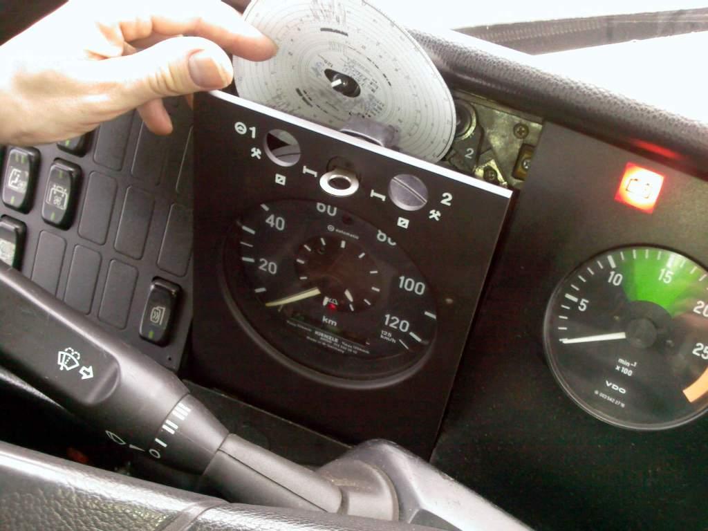 Co może pomóc zminimalizować przypadki manipulacji przy tachografach? Jest na to kilka pomysłów