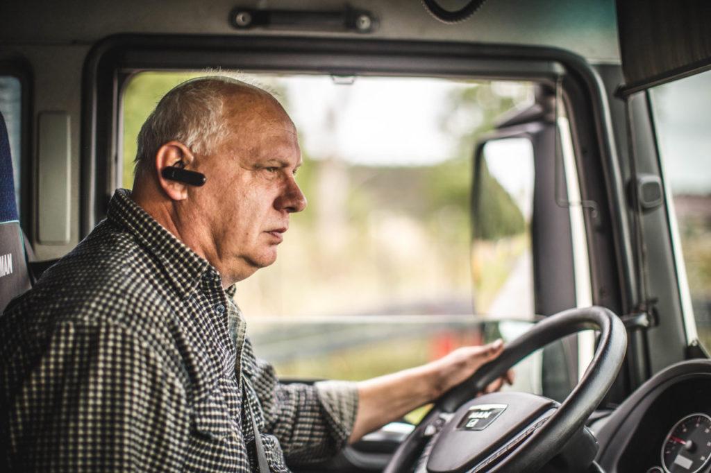 Eine helfende Hand für Straßenhelden, die Arbeit der Lastwagenfahrer bei einer Pandemie
